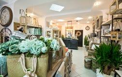 Hem- garneringar shoppar inre Royaltyfria Foton