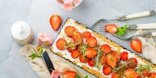 Hem gjord bakad ostkaka för jordgubbe inte arkivfoton