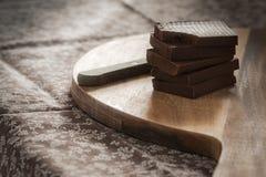 Hem gjord choklad på ett wood bräde Royaltyfria Foton