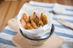 Hem gjorda potatissmåfiskar Royaltyfria Foton