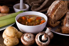 Hem gjort soup och bröd Royaltyfri Fotografi