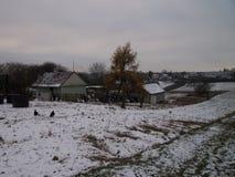 Hem i vinterlandskap arkivfoto