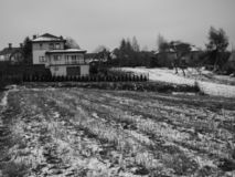 Hem i vinterlandskap arkivfoton