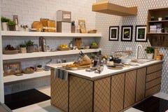 Hem- inredningar för papp på skärm på HOMI, internationell show för hem i Milan, Italien Arkivbilder