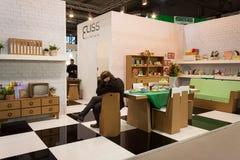 Hem- inredningar för papp på skärm på HOMI, internationell show för hem i Milan, Italien Fotografering för Bildbyråer