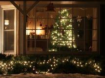 Hem- julgran för välkomnande fotografering för bildbyråer