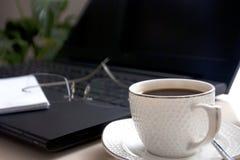 Hem- kontor-kaffe och arbete Fotografering för Bildbyråer