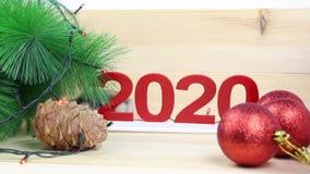 Hem- mus nära trädet för nytt år stock video