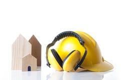 Hem- och begrepp för material för byggandekonstruktionssäkerhet Säkerhetshjälpmedel för hem- byggmästare royaltyfri foto