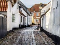 Hem på lappade gator i Ribe, Danmark Royaltyfria Foton