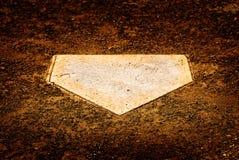 Hem- platta på baseballdiamanten för att göra poäng punkter royaltyfria foton