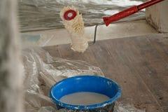 Hem- renovering - färga för att måla väggarna, branschconstructio royaltyfri fotografi