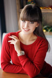 Hem- stående av den härliga unga kvinnan Royaltyfria Bilder