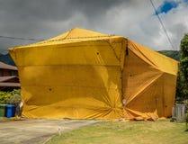 Hem- tält för rökningplågakontroll fotografering för bildbyråer