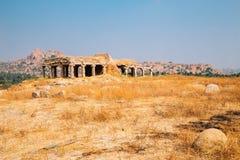 Hemakuta wzgórza Świątynne antyczne ruiny w Hampi, India fotografia royalty free