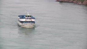 Hembiträde av misten på Niagaraet River lager videofilmer