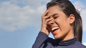 Hembra adolescente hermosa de risa Foto de archivo