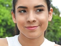Hembra adolescente linda con una cara feliz Imagenes de archivo