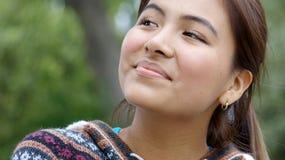 Hembra adolescente peruana joven que se pregunta Imagen de archivo libre de regalías