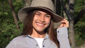 Hembra adolescente sonriente de la muchacha linda Imagen de archivo libre de regalías
