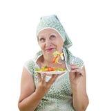 Ensalada de la hembra adulta y de las verduras frescas Foto de archivo libre de regalías