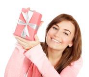 Hembra alegre con el regalo Foto de archivo libre de regalías