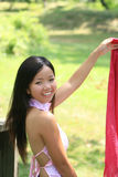 Hembra asiática hermosa con la bufanda Fotos de archivo