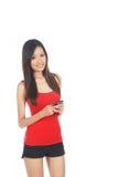 Hembra asiática que usa Handphone Foto de archivo libre de regalías
