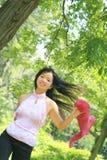Hembra asiática hermosa con la bufanda Fotografía de archivo libre de regalías