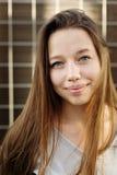 Hembra atractiva joven al aire libre Imagen de archivo