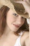 Hembra blanca en el sombrero de vaquero - color Fotos de archivo libres de regalías