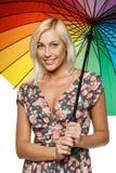 Hembra con el paraguas del arco iris Imagenes de archivo