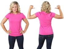 Hembra con la camisa rosada en blanco Foto de archivo libre de regalías