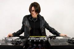 Hembra DJ en las placas giratorias Imagen de archivo libre de regalías