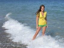 Hembra en la playa Foto de archivo