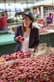 Hembra en Market Place Fotografía de archivo libre de regalías