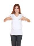 Hembra hermosa joven con la camiseta blanca en blanco Imagenes de archivo