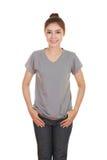 Hembra hermosa joven con la camiseta en blanco Foto de archivo libre de regalías