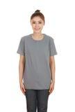 Hembra hermosa joven con la camiseta en blanco Imágenes de archivo libres de regalías