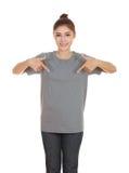 Hembra hermosa joven con la camiseta en blanco Imagen de archivo libre de regalías