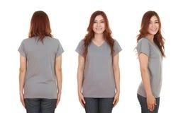 Hembra hermosa joven con la camiseta en blanco Imagen de archivo