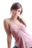 Hembra joven atractiva que presenta en el estudio Fotografía de archivo