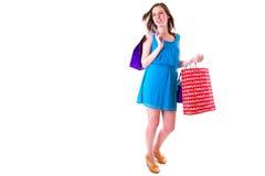 Hembra joven atractiva que sostiene bolsos de compras Imagenes de archivo