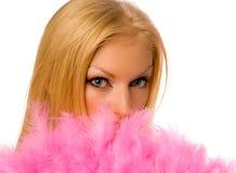 Hembra joven con el ventilador rosado de la mano aislado Foto de archivo