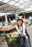 Hembra joven en Market Place Fotografía de archivo libre de regalías
