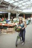Hembra joven en Market Place Imagen de archivo libre de regalías