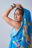 Hembra joven vestida en sari Fotografía de archivo libre de regalías
