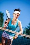 Hembra que juega a tenis Fotografía de archivo
