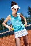 Hembra que juega a tenis Fotos de archivo