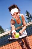 Hembra que juega a tenis Fotos de archivo libres de regalías